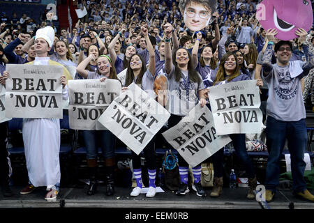 Washington, DC, USA. 19th Jan, 2015. 20150119 - Georgetown students cheer for their team before the start of an - Stock Photo