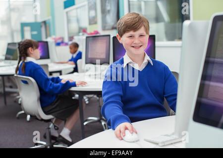 brunette teen html img