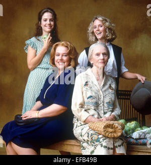 MARY-LOUISE PARKER MARY STUART MASTERSON JESSICA TANDY & KATHY BATES FRIED GREEN TOMATOES AT THE WHISTLE STOP CAFE - Stock Photo