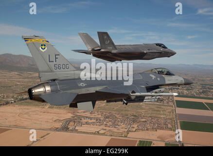 Maj. Justin Robinson flies the 56th Operations Group flagship F-16 Fighting Falcon as he escorts the first F-35 - Stockfoto