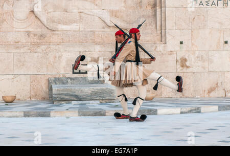 ATHENES, GREECE - March, 01: Evzones changing the guard at the Tomb of the Unknown Soldier in Athenes on March, - Stockfoto