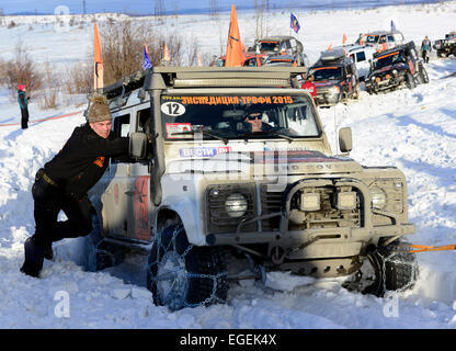 Murmansk, Russia. 23rd Feb, 2015. Cars seen at the start of the 2015 Expedition Trophy race near Belokamenny Lighthouse. - Stock Photo