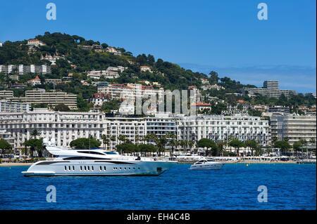 France, Alpes Maritimes, Cannes, the Martinez palace on the boulevard de la Croisette - Stock Photo