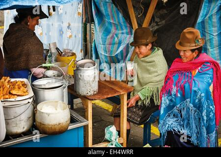 Ecuador, Cotopaxi, Zumbahua, day of the village of Zumbahua market, peasants lunching on a market stall - Stock Photo