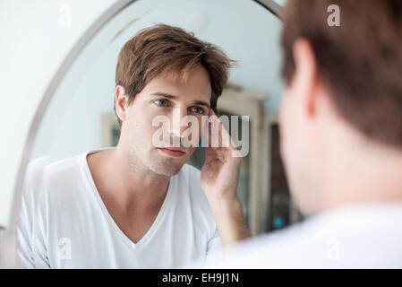 how to stop looking at self in mirror