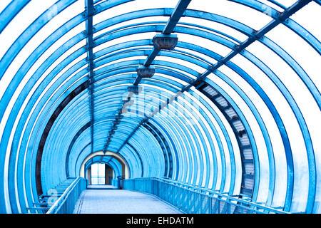 Empty blue corridor - Stockfoto
