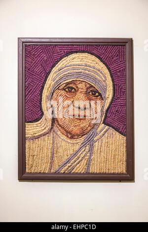 Portrait of Mother Teresa made of coir (coconut fibre), Coir Museum, Cochin, Kerala, southern India - Stockfoto