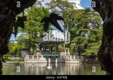 France paris bois de boulogne the grande cascade behind for Bois de boulogne jardin d acclimatation