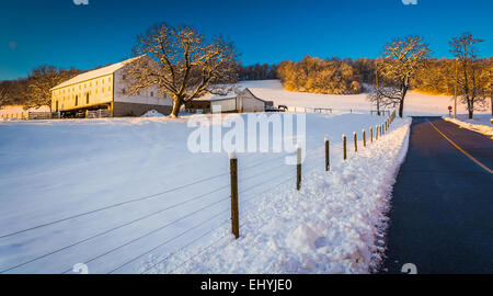 Farm along a country road during the winter, in rural York County, Pennsylvania. - Stockfoto