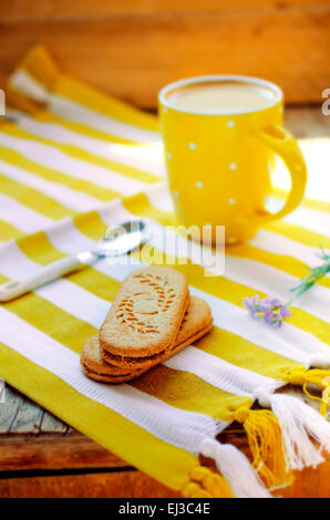 Ginger cinnamon and milk coffee with blooming lavender and sandwich cookies, Ukrainian style - Stockfoto
