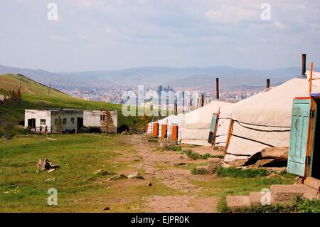 Mongolian ger tents in the hills above Ulan Bator, Mongolia - Stockfoto