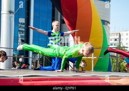 ORENBURG, ORENBURG region, RUSSIA, 1 June, 2014 year. Young acrobats, participant actions, Go in for sports, be - Stockfoto