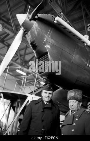 Nizhny Novgorod. Test pilot Georgy Baidakov and attach? of the US Air Force William Thurston near tha aircraft ANT - Stockfoto
