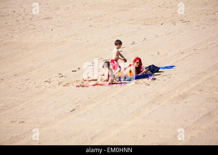 Bournemouth, Dorset, UK. 15th April, 2015. UK Weather: Visitors make the most of the hot sunny weather at Bournemouth - Stock Photo