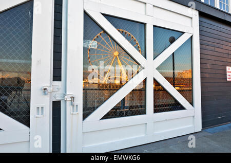 Seattle waterfront with puget sound and seattle aquarium for Door 00 seatac