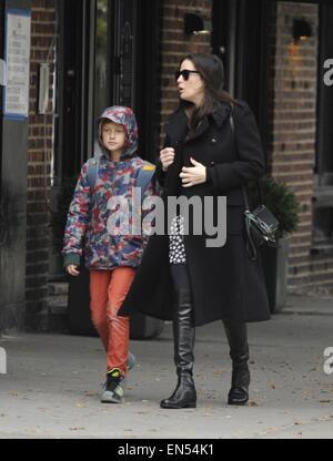 Pregnant Liv Tyler walking her son, Milo to school in ...