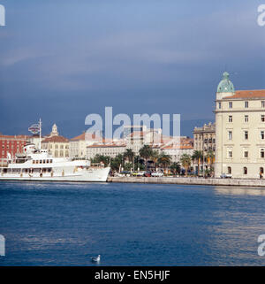 urlaub in split kroatien jugoslawien 1970er jahre vacation in stockfoto lizenzfreies bild. Black Bedroom Furniture Sets. Home Design Ideas