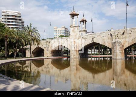 spain valencia jardin del turia puente del mar stock