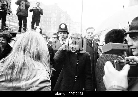 Paul McCartney weds Linda Eastman at Marylebone Registry Office, London, Wednesday 12th March 1969. - Stock Photo
