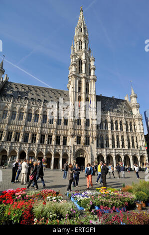Brussels bruxelles place de grand sablon antiques market for Brussels piscine
