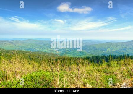 HIghland landscape in spring. Picturesque view stretches of the highest peak in Beskids mountains (Babia Gora), - Stockfoto