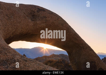 Sunrise at Mobius Arch in the Alabama Hills with the view towards the Sierra Nevada, California, USA. - Stock Photo