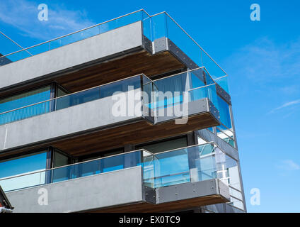 Investment glass balconies modern architecture symmetry for Plural of balcony