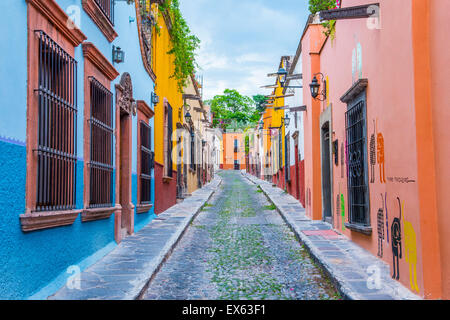 san miguel de allende single asian girls Interview: single women lead trend to retire abroad such as ajijic or san miguel de allende, were largely a function of affordability and some cultural history.