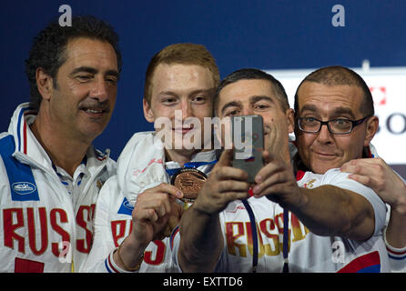 Moscow, Russia. 16th July, 2015. Artur Akhmatkhuzin of Russia (bronze medal) poses with Russian team after the men's - Stock Photo