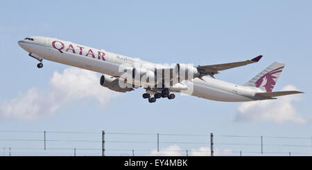 Qatar Airways Airbus a340 A7-AGC taking off from London-Heathrow Airport LHR - Stock Photo