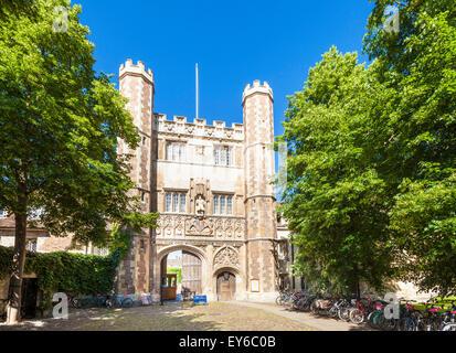 Great gate at Trinity college Cambridge university Cambridge Cambridgeshire England UK GB EU Europe - Stock Photo