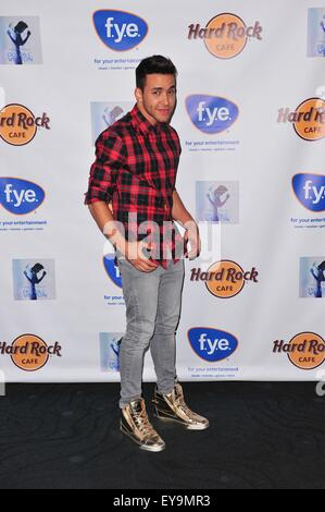 Bronx, NY, USA. 24th July, 2015. Prince Royce in attendance for Prince Royce Album Signing for DOUBLE VISION, Hard - Stockfoto