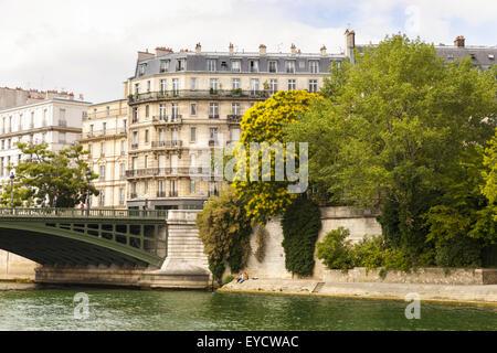View from the river Seine across Pont de Sully to buildings on the l'Île Saint-Louis, Paris - Stock Photo