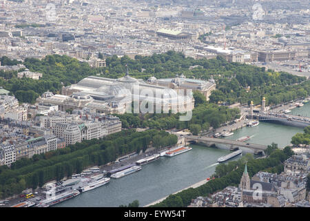 View North East from the top of the Eiffel Tower looking towards the Grand Palais des Champs-Élysées and Petit Palace. - Stock Photo