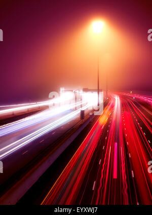 Busy highway traffic light trails on a misty night, Highway 401, Toronto, Ontario, Canada. - Stockfoto