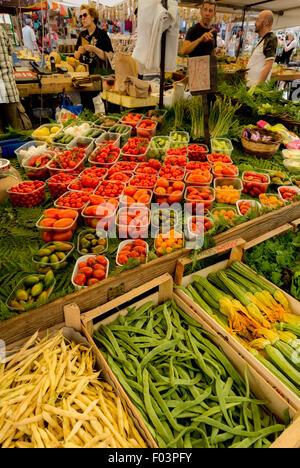 European wooden fruit and vegetable crates used from for Outdoor food market