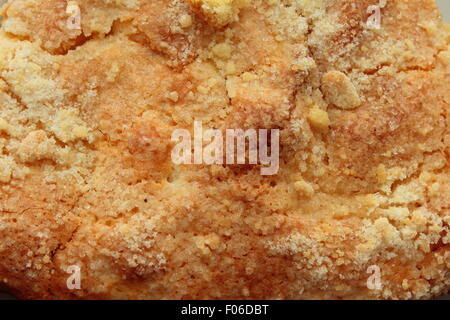 close-up on a plate is a sweet dessert in the form of apple pie - Stockfoto
