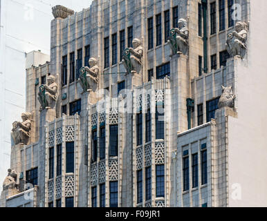 Statues of kangaroos and caduceus shield clad knights on the facade of the art deco British Medical Association - Stock Photo