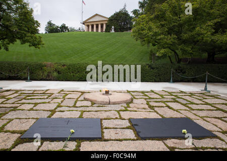 John F. Kennedy and Jacqueline Onassis grave at Arlington National Cemetery outside Washington DC - Stockfoto