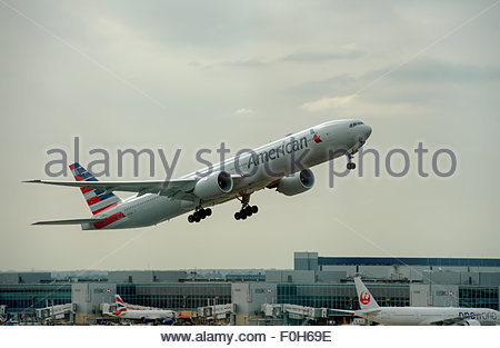 London UK. American Airlines N728AN Boeing 777 aircraft taking off from London Heathrow Airport. - Stock Photo