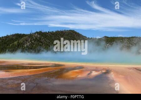 Der herrliche und magische Grand prismatische Frühling in Midway Geyser Basin des Yellowstone National Park - Stockfoto