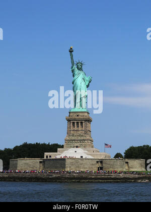 New York, NY, USA. 26th July, 2015. July 26, 2015 - New York, New York, USA - The Statue of Liberty is on Liberty - Stock Photo