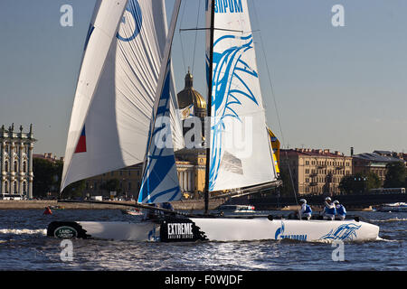 St Petersburg, Russia. 21st August, 2015. GAZPROM Team (Russia) with Russia's 2012 and 2008 Olympic Laser sailor - Stock Photo