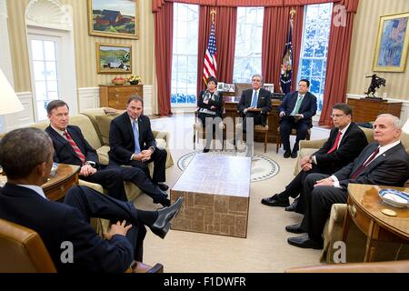 U.S. President Barack Obama meets with the National Governors Association Executive Committee in the Oval Office - Stock Photo