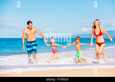 Family vacation. Happy family having fun on beautiful warm sunny beach. Outdoor summer lifestyle. - Stockfoto