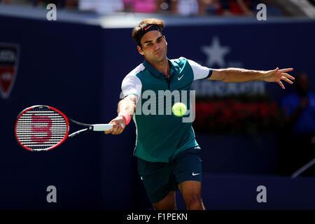 New York, USA. 5th September, 2015. Roger Federer in action against Phllipp Kohlschreiber of Germany in the third - Stockfoto