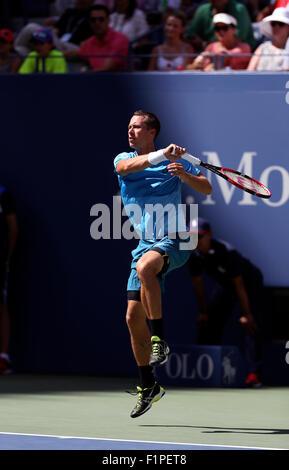 New York, USA. 5th September, 2015. Phllipp Kohlschreiber of Germany in action against Roger Federer during their - Stockfoto