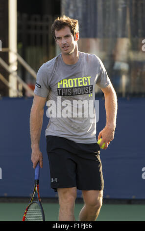 Flushing Meadow, NY, USA. 5th Sep, 2015. NEW YORK-SEPTEMBER 05: Andy Murray (GBR) warms-up prior to his 3rd round - Stock Photo