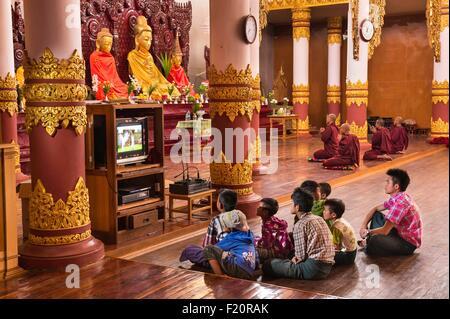 Myanmar (Burma), Shan state, Pao's tribe, Naung Kae, children watching TV in the monastery - Stock Photo