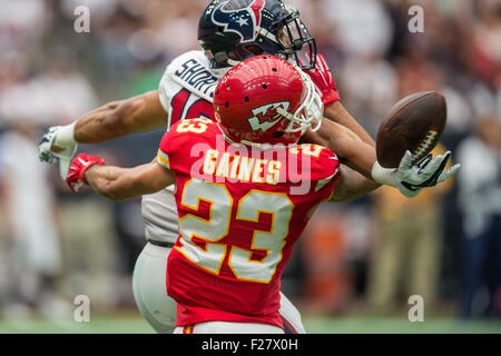 Houston, Texas, USA. 13th Sep, 2015. Kansas City Chiefs cornerback PHILLIP GAINES (23) breaks up a pass intended - Stock Photo
